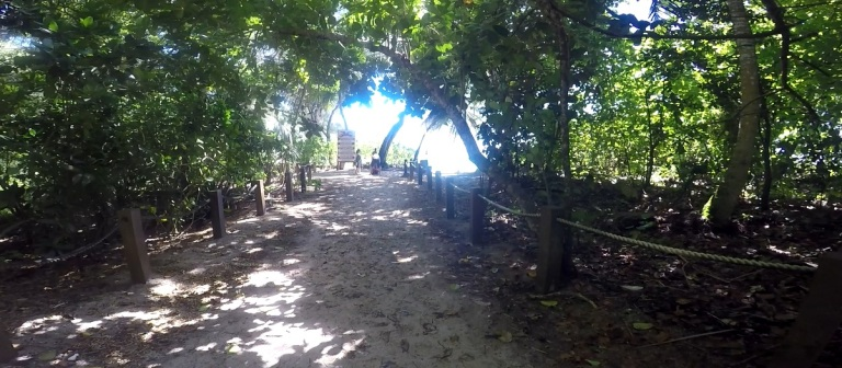The path that opens out to Anse Intedance