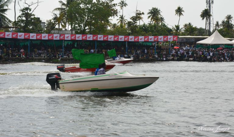 20 - Boats with green flag