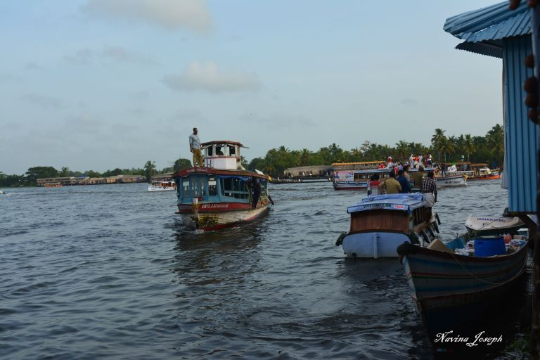 26 - Boats to take passengers back to the jetty